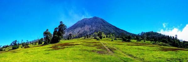 el volcán activo turrialba en costa rica foto