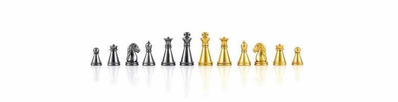 Conjunto de figuras de ajedrez aislado en el fondo blanco. foto