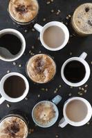 tazas de cafe en la mesa foto