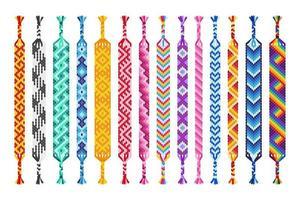 Conjunto de vectores de pulseras de amistad hippie hechas a mano multicolores de hilos aislados sobre fondo blanco.