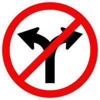 Prohibir la carretera de la bifurcación no girar a la derecha o girar a la izquierda señal de símbolo de tráfico aislar sobre fondo blanco vector
