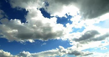 nuvens brancas e limpas de chuva de primavera video