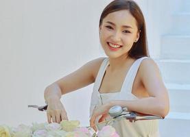 retrato, de, un, hermoso, mujer asiática, sonriente foto