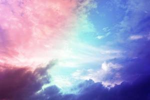 hermoso cielo pastel y nubes para el fondo foto