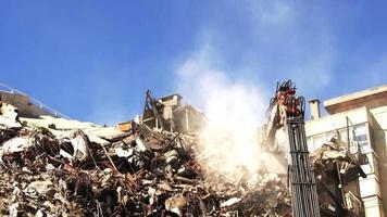 démolition de l'ancien bâtiment video
