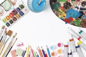 varios artículos artísticos de papelería foto