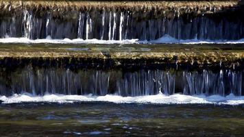 fontaine cascade sur marches video