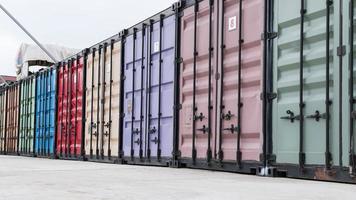 contenedores de envío de colores foto