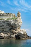 cabo tarkhankut con hermosas formaciones rocosas foto
