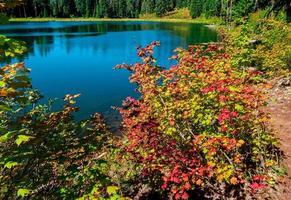 a principios del otoño en el lago parrish - cordillera de las cascadas - o foto
