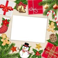 Libro blanco sobre tablero de madera con objetos navideños. vector