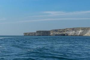 La atracción del cabo Crimea Tarkhankut con hermosas formaciones rocosas. foto