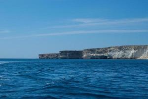paisaje marino con vistas a la costa foto