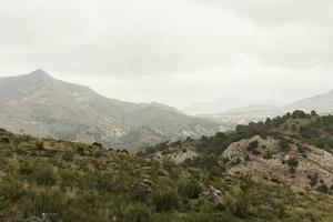 vista de las montañas en una caminata foto