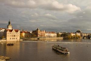 praque, república checa, 2021 - vista del río vltava foto