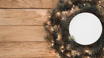 corona de navidad de papel redondo foto