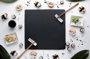vista superior delicioso concepto de sushi foto