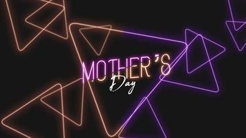 texto de animación día de la madre sobre fondo de moda y club con triángulos morados y naranjas brillantes video