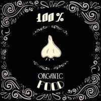 Esta es una ilustración de doodle de ajo con patrones vintage y letras de alimentos 100 por ciento orgánicos. vector