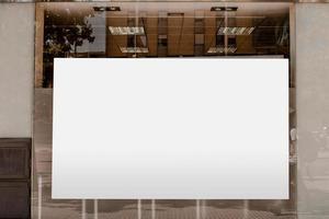 anuncio de valla publicitaria en blanco blanco vidrio transparente. concepto de fotografía hermosa de alta calidad y resolución foto