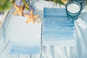 decoración de boda con estrellas de mar y conchas marinas foto