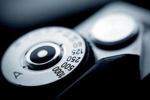 Vista de cerca de un dial de cámara de película vintage foto