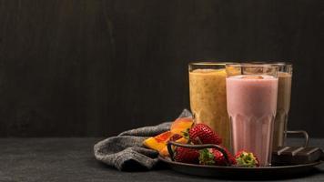 selección de vasos de batido con frutas de chocolate. concepto de fotografía hermosa de alta calidad y resolución foto
