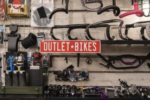 Arreglo de salida de bicicletas en tiendas. foto