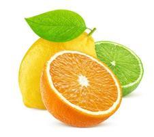 Frutas cítricas aisladas aislado en blanco foto