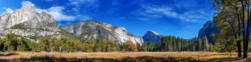 Panorama view of Yosemite nation park  in a sunny day. photo