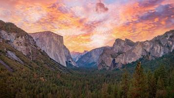 Yosemite valley nation park during sunset view from tunnel view on twilight time photo