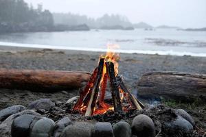 fuego en una playa foto
