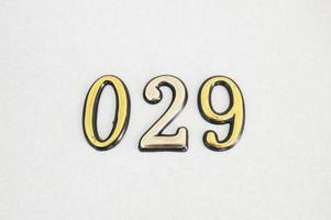 029 números de color dorado en un tren foto