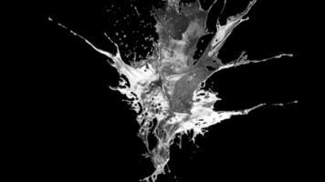 explosion de métal liquide sur un canal alpha dégradé gris video