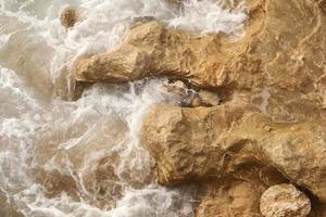 un primer plano del mar mediterráneo foto