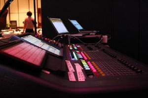 sistema de sonido mezclador PA justo antes del espectáculo de entretenimiento foto