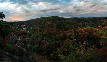 valle de otoño en la noche foto