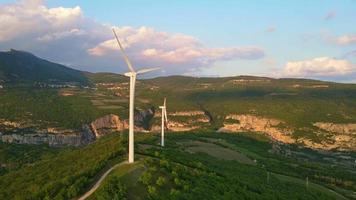 turbinas eólicas de doble energía video