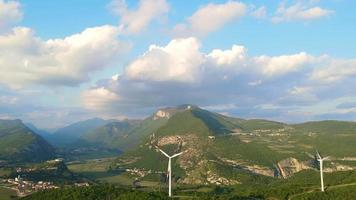 volando hasta una turbina eólica en solitario video