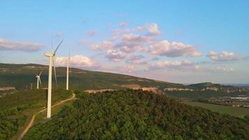 turbinas eólicas de energías renovables video
