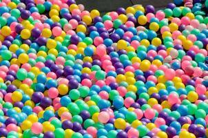 juguetes de bolas de colores foto