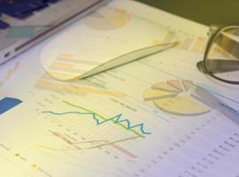informe comercial financiero foto