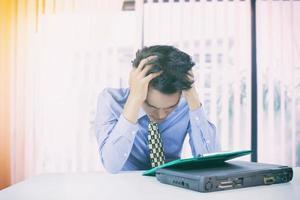 hombre de negocios estresado foto