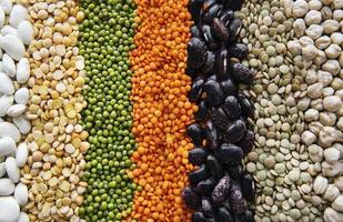 Fondo de comida con diferentes legumbres. foto