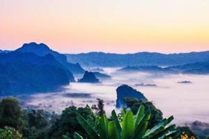 puesta de sol en phu lanka, phayao, tailandia foto