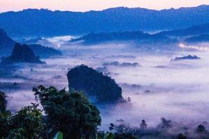 amanecer en phu lanka, phayao, tailandia foto