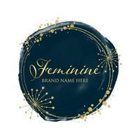 diseño de logo femenino en oro y acuarela vector