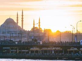 Puesta de sol en Estambul, Turquía foto