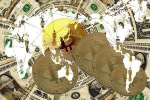 Moneda de criptomoneda en la mesa y el concepto de dinero en moneda digital foto