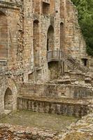 Monasterio románico medieval y cementerio benedictino en la ciudad escocesa de Dunfermline en Fife foto